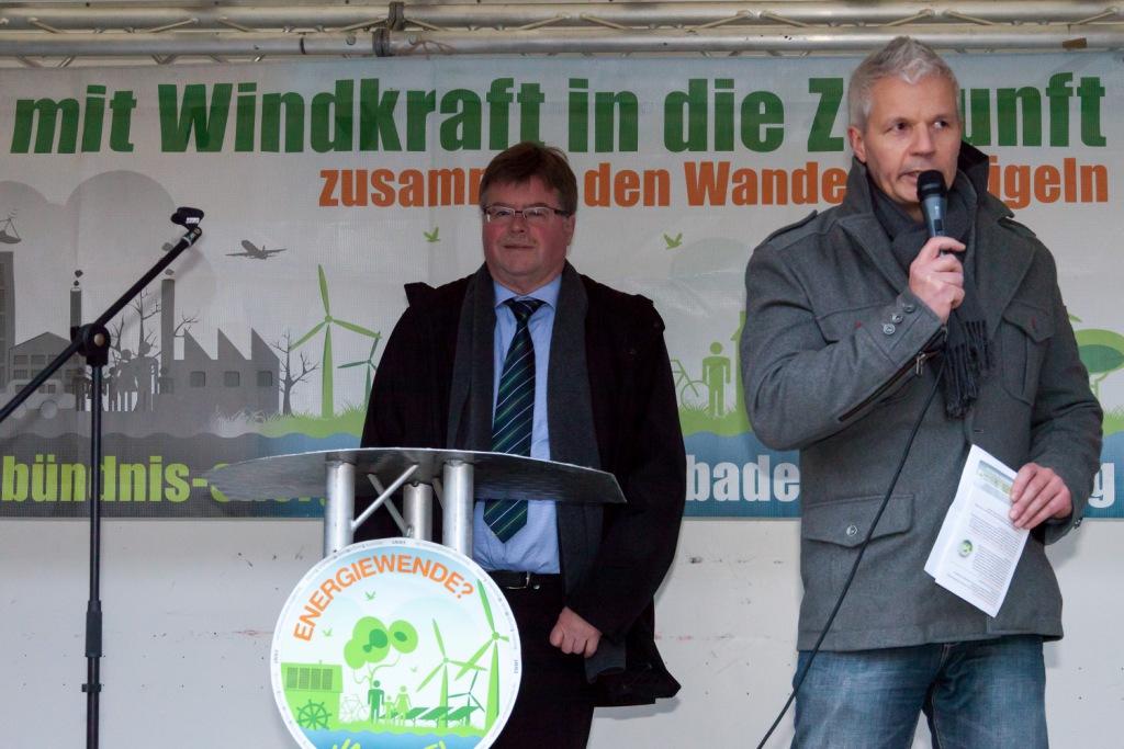 Energiewende-Kundgebung mit Bürgermeister Arno Goßmann vor dem Rathaus